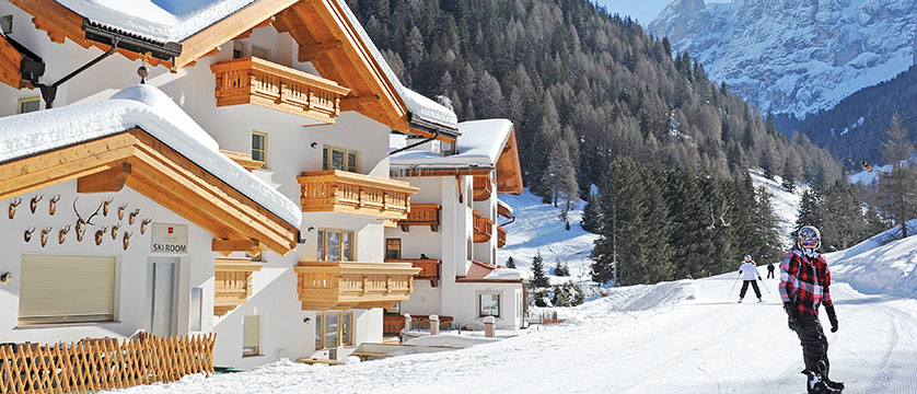 italy_dolomites_selva_hotel-somont_exterior.jpg